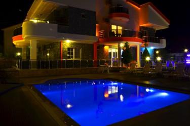 Akbük Rose Garden otel akşam genel görünüm