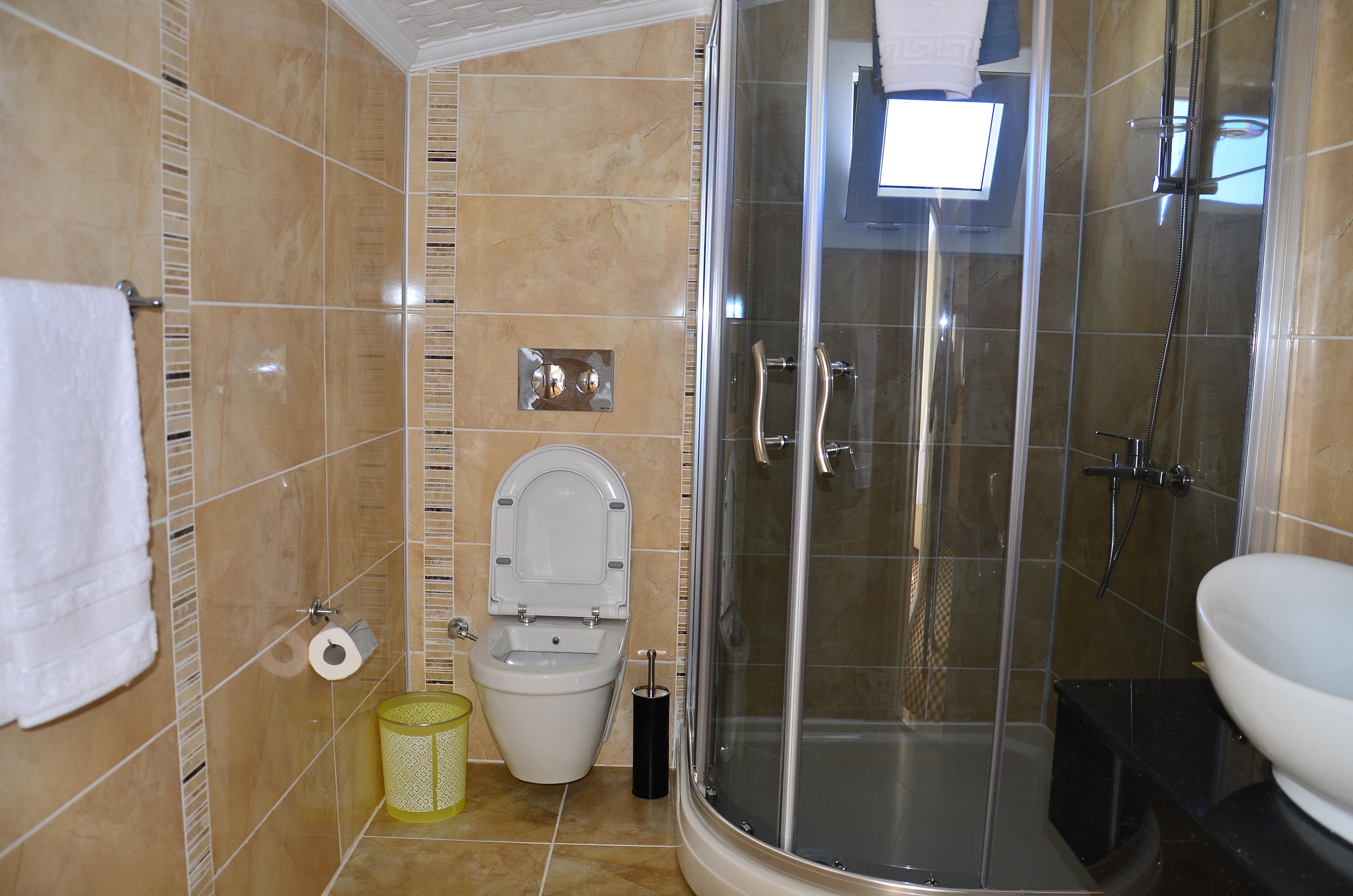 akbük rose garden otel aile odası banyo resmi